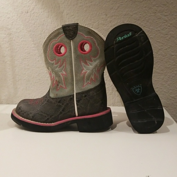 a988b116245 Little girl Ariat boots